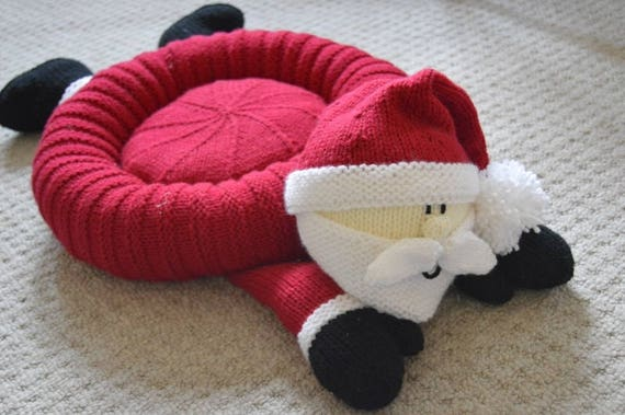 Knitting Patterns For Pet Beds : KNITTING PATTERN Santa Snuggler Pet Bed Childs