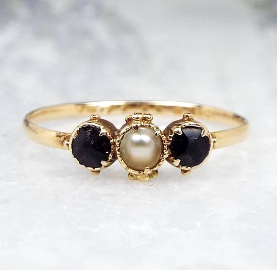 Antique Georgian Victorian 18ct Yellow Gold Dainty Pearl and Onyx Ring / Size K 1/2