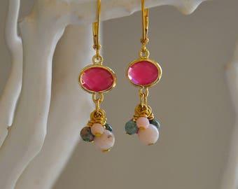 """Boucles précieuses pierres jaspes, opales roses et agates roses serties : Modèle """"Karelle"""""""