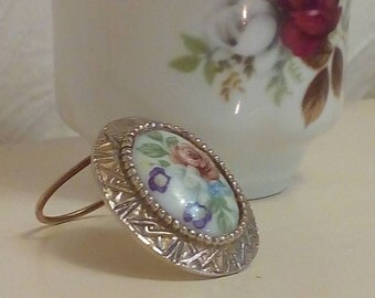 Vintage  1970s Sweet Floral Porcelain Scarf Clip
