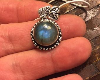 Valentines Day Sale: Round Blue Firey Labradorite Pendant Necklace - Labradorite Pendant Necklace - Blue Labradorite Necklace - Labradorite