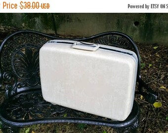 WILL SHIP AUG 23 Samsonite Silhouette 22 Inch Marbled White Hard Side Suitcase
