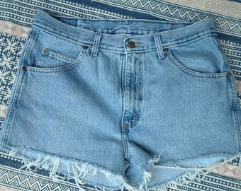 Wrangler Vintage High Waisted Denim Shorts - M