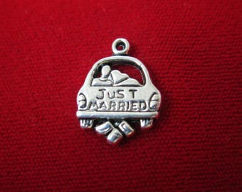 """BULK! 30pc """"Just married"""" charms in antique silver style (BC265B)"""