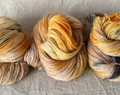 Hand-dyed sock yarn from Bluefaced-Leicester-sheep, high-twist, walking on sunshine, speckled Amber
