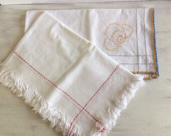 2 Vintage Small Tablecloths With Embroidery