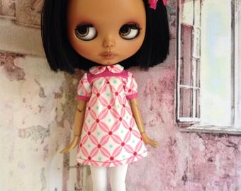 Blythe retro mod dress in pink and white, leggings optional