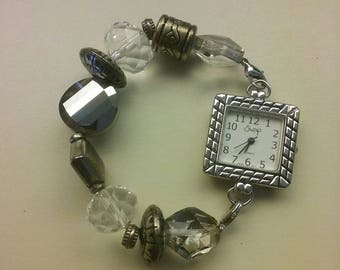Fun and fashionable ladies watch. Works A1. 7.95
