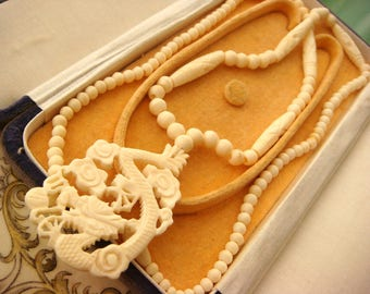 Vintage Art Deco Revival Chinese Dragon Carved Bone Necklace, Ox Cow Bone, Great Cond. Very Fine Carving! Vintage Jewellery.