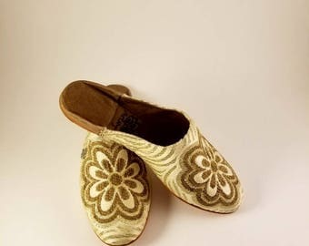 Velvet custom made Moroccan Babouche , Moroccan Shoes Hamsa  - FREE Shipping in the United States.