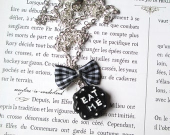 "Black ""Eat Me"" Alice Wonderland country cake necklace"