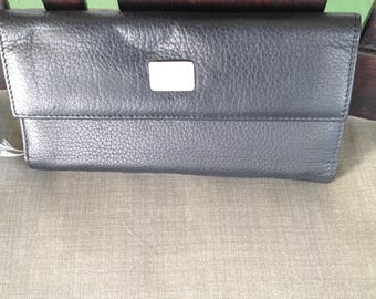Tignanello Black leather clutch wallet mint