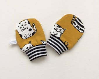 Yellow baby mittens with cats, baby scratch mitts. Organic cotton knit. Baby Gift Boy or Girl Hand Covers. Gender neutral