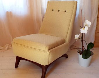 Rare Greaves & Thomas lounge chair, fully reupholstered with button detailing and afromosia frame