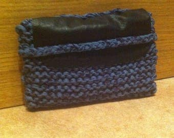 Small pouch in leather and blue jersey knit