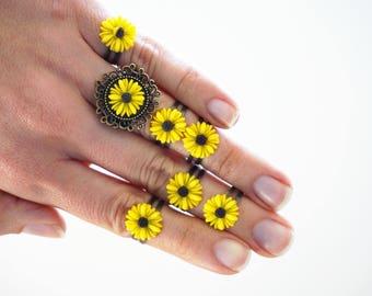 Set of 7 Rings Sunflower rings Daisy rings Flower rings Flower resin ring Yellow rings Stackable rings for women Set of rings Festival rings