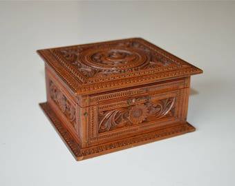 Beautiful intricately hand carved antique Indian box jewel box trinket casket bird c.1920-30