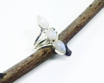 10% Rainbow Moonstone ring set in sterling silver 925. Size 7.5. Natural authentic stones.