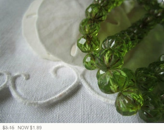 ON SALE Green Czech Glass Beads Peridot Cruller Green Czech Glass Beads Green Cruller Czech Glass Green Crullers 9x6mm (10 pcs) 148V3