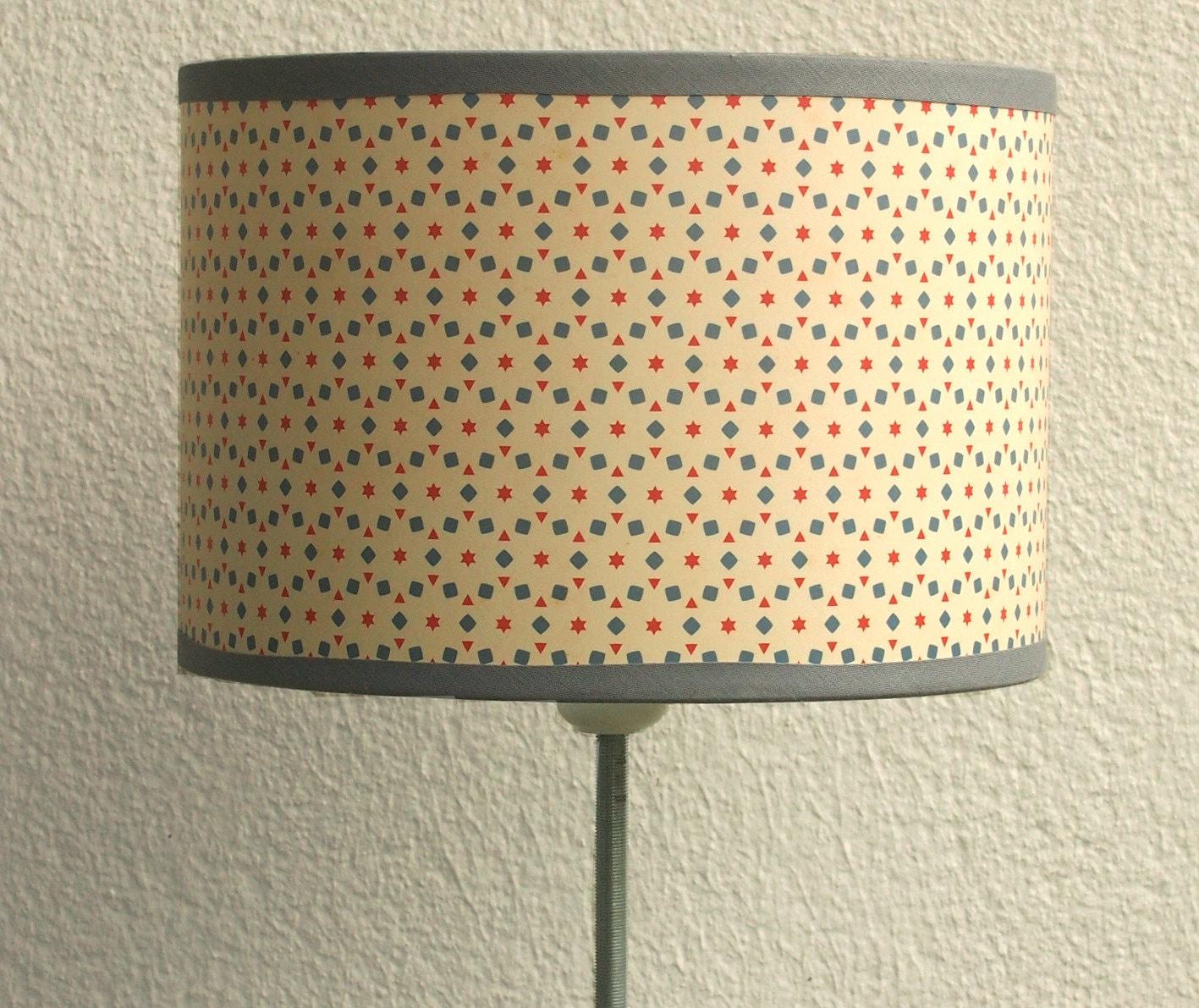 abat jour motif vintage ecru bleu et rouge. Black Bedroom Furniture Sets. Home Design Ideas