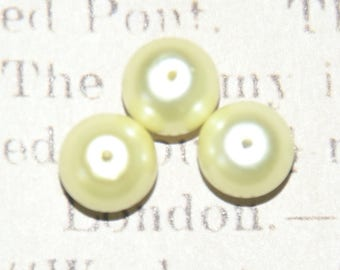 5 large Pearly pale yellow acrylic beads 10mm