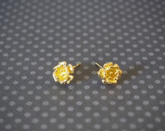 Supports Flower Earrings in gold tone metal with 9mm jump ring