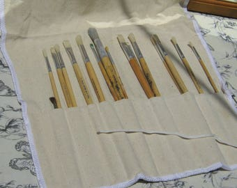 Brushes, Artists Paint Brushes in a cloth roll,16 brushes