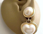 Monet White Pearl Puffed Heart Clip On Earrings Gold Tone Vintage Round Top Bead Rimmed Wided Edge Dangles Lined Back Comfort Paddles