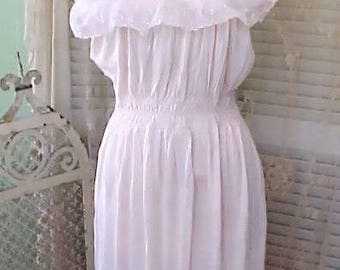 VINTAGE 1950s Peach Pastel PINK Womens Babydoll White Lace NIGHTGOWN Bridal Sleepwear