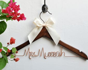 Personalized Wedding dress hanger, Bride hanger,Mrs hanger, Bridal Shower Gift,Personalized Bride Hanger,Personalized Custom Wedding Hanger,