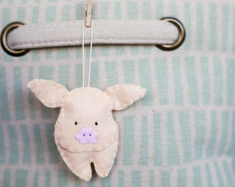 Handmade Felt Pig Ornament, Decorative Felt Animal Ornament, Felt Pig, Nursery Decoration, Home Decor, Baby gifts, Farm Animals