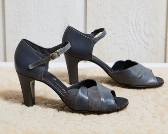Sale! 50s Naturalizer Grey Leather and Nubuck Peep-toe Mary Jane Heels • 7