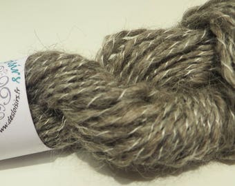 Gray and white hand spun fantaisy wool