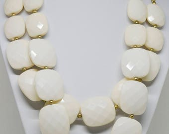 Gorgeous gold tone and plastic necklace