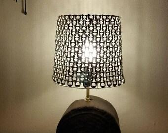 Jolie lampe ronde en bois flotté