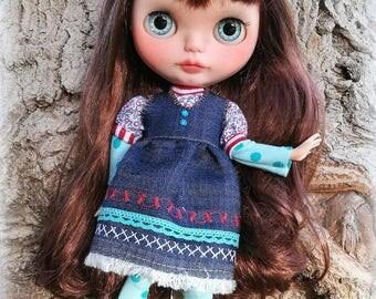 Blythe outfit original, vestido vaquero  blythe, ropa blythe, pullip outfit, ropa hecha a mano blythe, vestido blythe, ropa escala 1/6