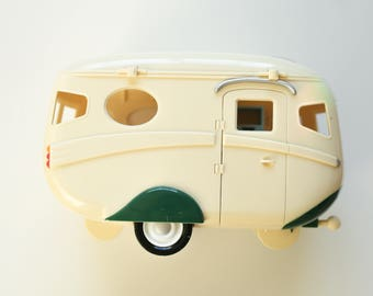 Calico Critters Doll Caravan Family Camper Trailer