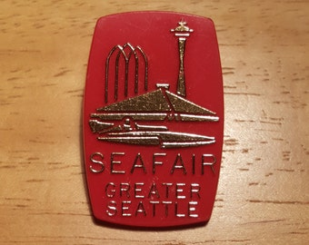 "1968 Seattle Seafair ""trophy"" pinback"