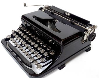 "Royal Model ""O"" Touch Control Manual Portable Typewriter - Glossy Black"
