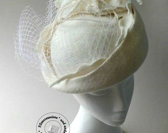 Extraordinary romantic bridal hat ivory wedding cocktail-hat hand-felted headdress design elegant festive with birdcage veil felt veiled hat