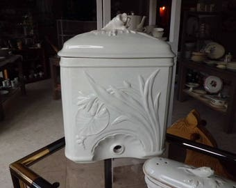 Fountain or hand wash, in earthenware of Sarreguemines, art nouveau period