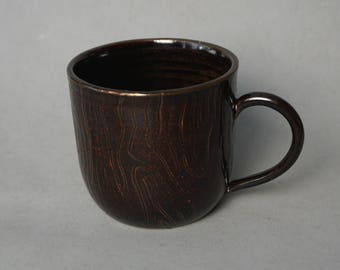 Brown wood-patterned mug -- Handmade stoneware ceramics