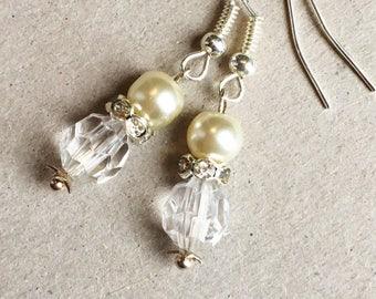 White Beaded Earrings, Beaded Jewelry, Beaded Earrings, White Earrings, Pearl Bridal Jewelry, Pearl Bridal Earrings, White Bead Earrings,