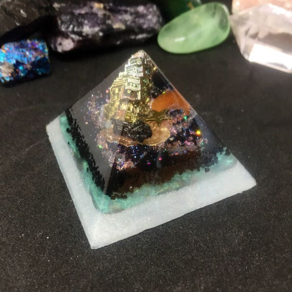 Bismuth Orgonite® Pyramid- Thoth Emerald Tablets Healing Orogne- Stardust Orgonite® Pyramid for Empath Protection, Grounding & Patience