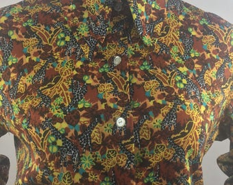 Vintage Button Down Shirt with Collar and Exotic Safari Print/Size XL
