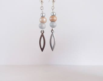 Earrings shuttle and pastel beads