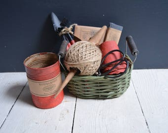 Red and Green Planting Collection and Garden Tidy // Gifts for Gardeners // Gardeners Gifts // Gifts for Her // Gifts for Him