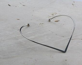 V shape Choker necklace in Silver tone