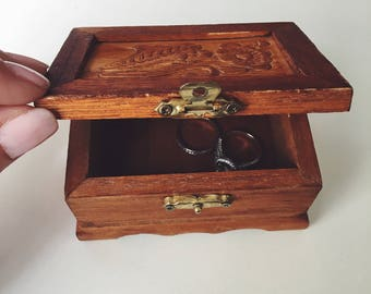 small wooden box / carved wood box / vintage box / jewelry box