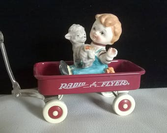 Radio Flyer wagon figurine with Little boy and his dog - Vintgage